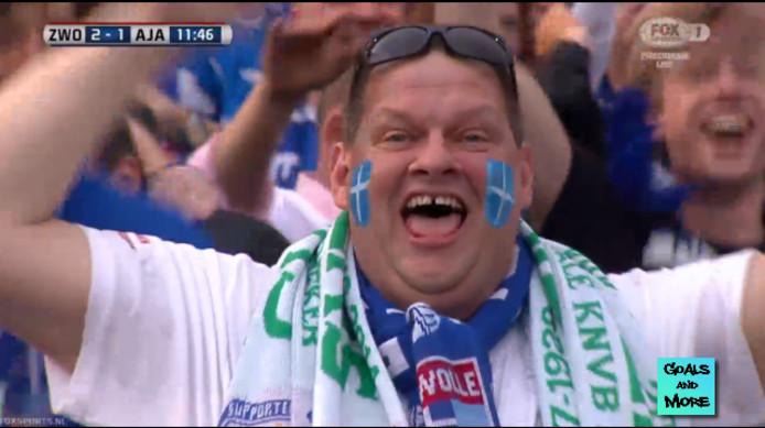 Een supporter van PEC viert de 2-1. Foto: Twitter/GoalsandMore