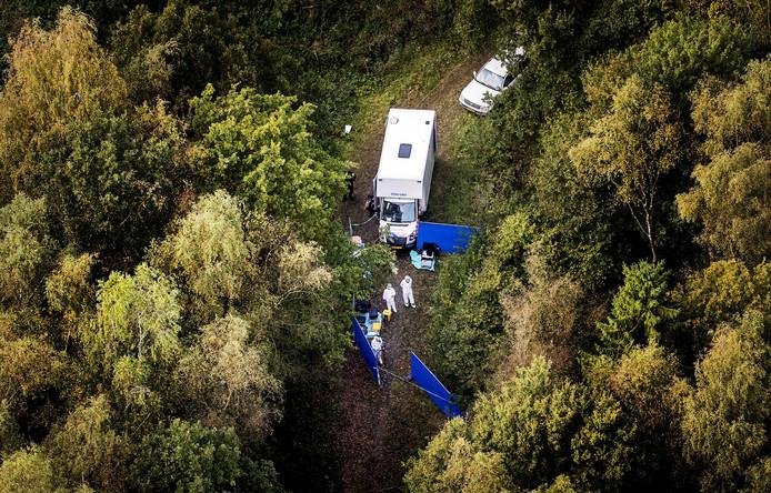 Luchtfoto van de zoekactie gericht op een specifieke plek in de omgeving van het Nulderpad in Zeewolde.