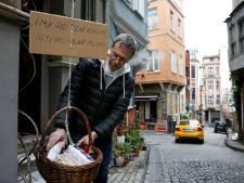 Barmhartige Brit deelt zijn broodmand; initiatief krijgt in vele steden navolging
