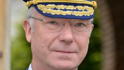 """Na 45 jaar dienst bij rijkswacht en politie gaat hoofdcommissaris Pierre Schippers met pensioen: """"Misschien leer ik nu wel strijken?..."""""""