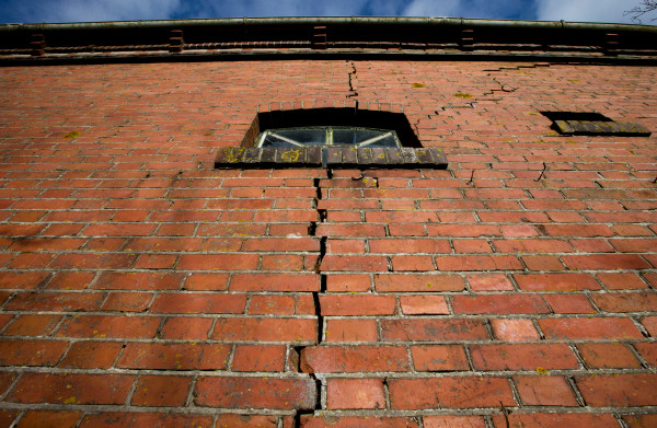 **Groningen botst hard met minister Wiebes over versterken huizen in aardbevingsgebied**