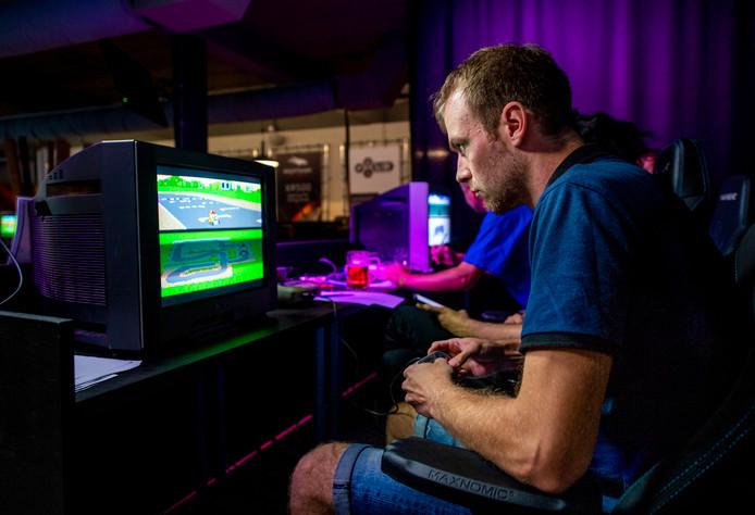 Opperste concentratie bij het WK Mario Kart op de Nintendo in Alphen.