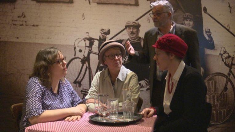 Ieperse Kunstkring Richten,  zittend: Rozemie Delplace, Karin Vandenabeele, Heidi Deramoudt; staand: Dirk Clement.