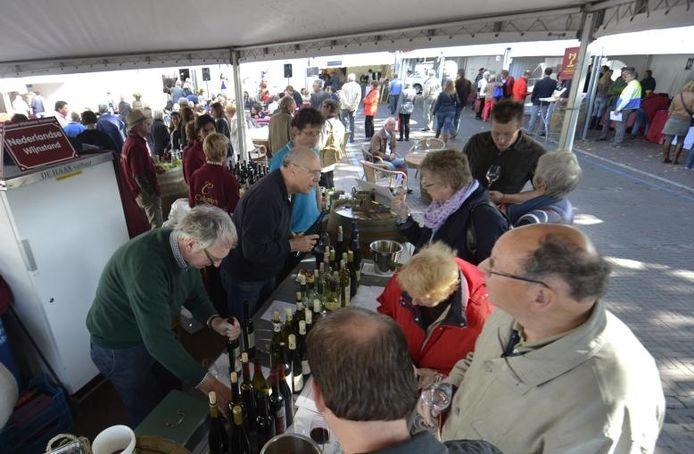Wijnmarkt in Groesbeek: ach bestel maar...Foto: Do Visser/De Gelderlander