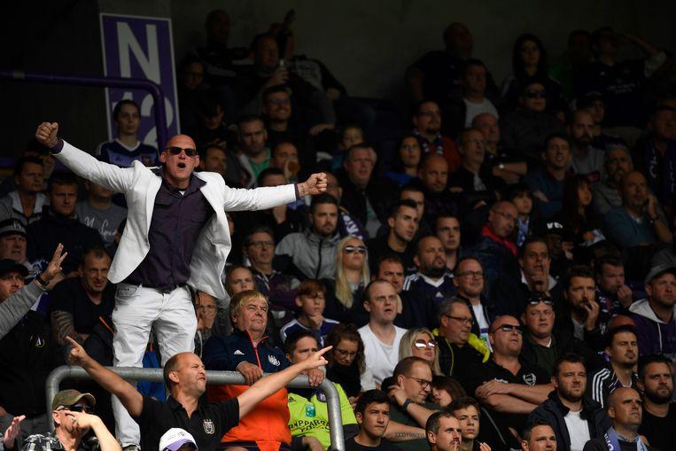 De fans van Anderlecht uitten hun onvrede zondag tegen STVV.