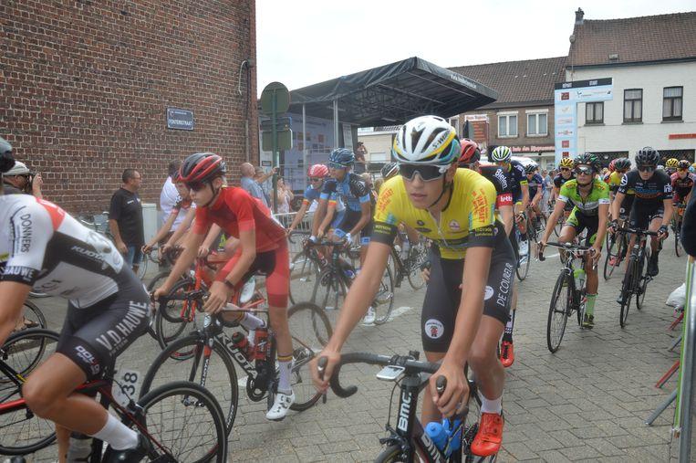 De tweedejaars vertrekken tijdens het BK Nieuwelingen in Denderleeuw.