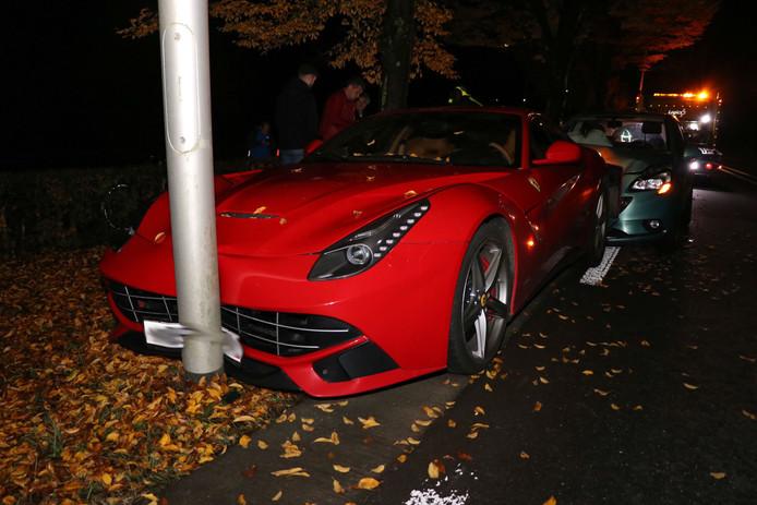 De Ferrari werd aangereden door een andere auto in Hedel.