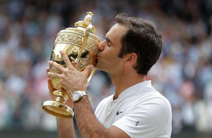 Federer na de triomf op Wimbledon in 2016. In totaal won hij het toernooi acht keer.