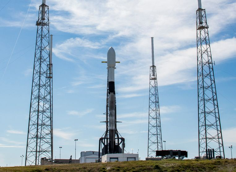 Op lanceercomplex 40 van Cape Canaveral staat een Falcon-9 draagraket klaar om om 15.49 uur Belgische tijd te vertrekken.