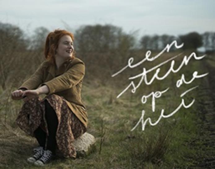 In 'Een steen op de hei' spreekt Manon Hessels met jongeren die net als zij familieleden verloren.