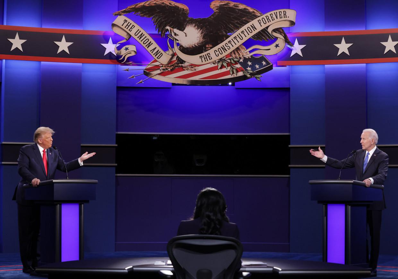 Trump en Biden in debat, afgelopen nacht. Beeld Getty Images