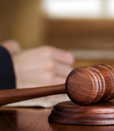 Stenen vliegen door ruiten advocatenkantoren: 'Onacceptabel dat malloten zo aanvallen'
