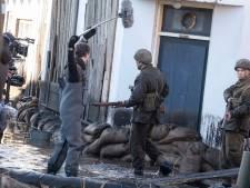 Plonzen in Brouws straatje tijdens opnames van Nederlandse oorlogsfilm