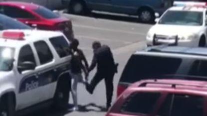 """Politie dreigt te schieten op jong gezin nadat vierjarige """"pop stal in winkel"""""""