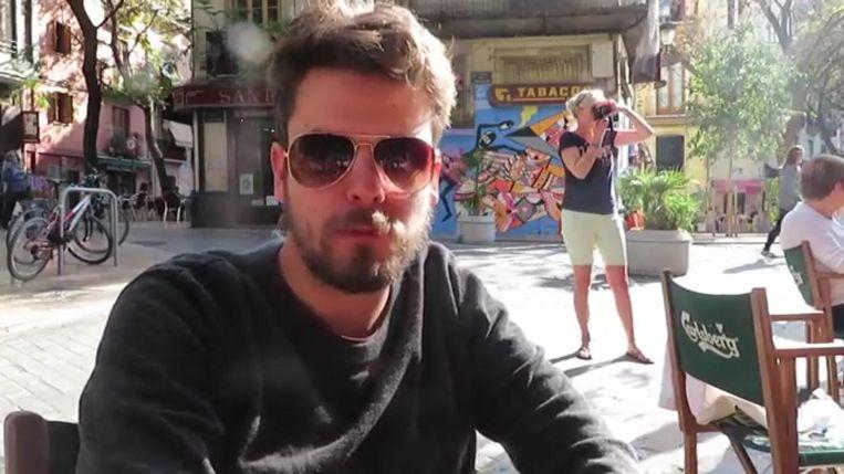 Vlogger Bart Meese is erin geslaagd om de Spaanse koningin te groeten. Zij geeft Bart een welgemeende 'gracias' terug.