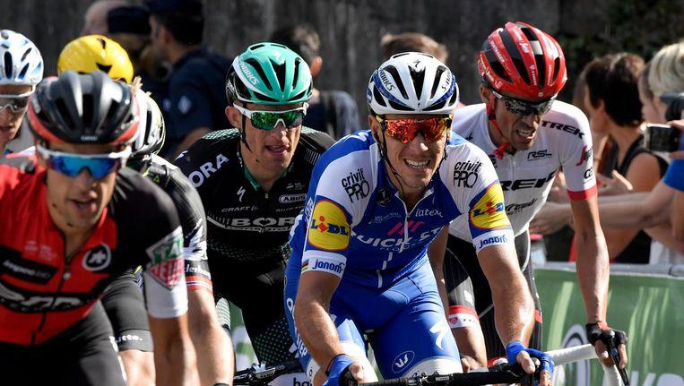 Philippe Gilbert (in het blauw) stelde teleur in 'zijn achtertuin'. Beeld belga