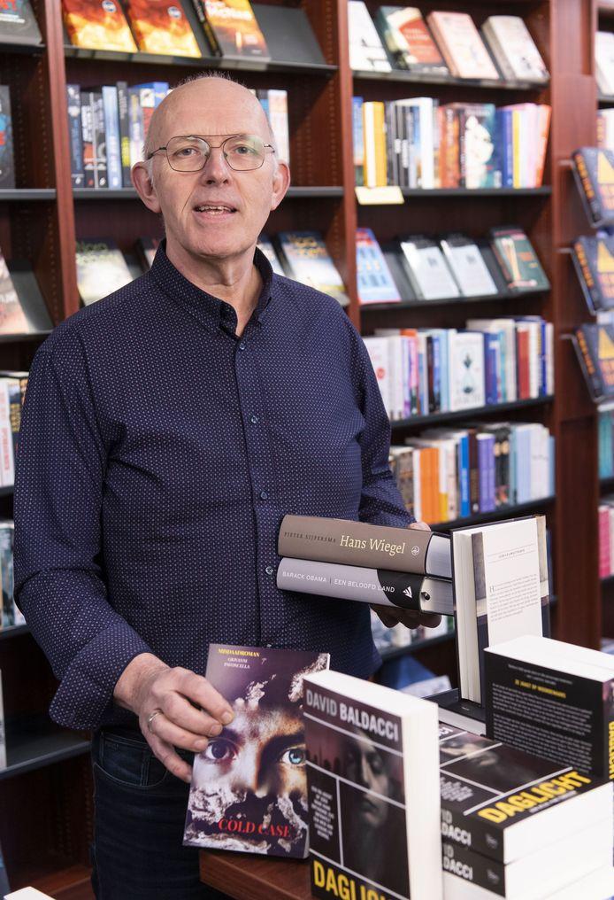 Arthur Bake, eigenaar van Boek en Buro bezorgt nu boeken aan huis.