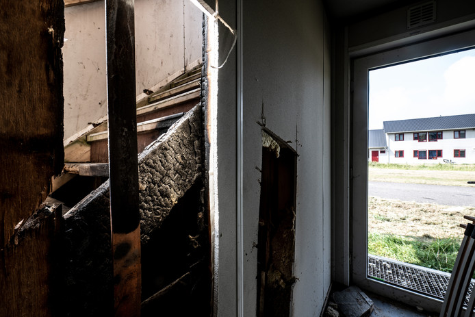 Brand in een woonvoorziening voor erkende asielzoekers aan de Griftdijk in Lent. Dit was de derde keer in dertig dagen tijd.