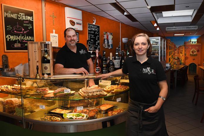 Met zijn vrouw Bianca is Roberto eigenaar van Proef Italië, een koffiebar, lunchroom en restaurant in het centrum van Boxmeer. Een trattoria op z'n Italiaanse gezegd, waar drinken, eten en ontmoeten de sleutelwoorden zijn.