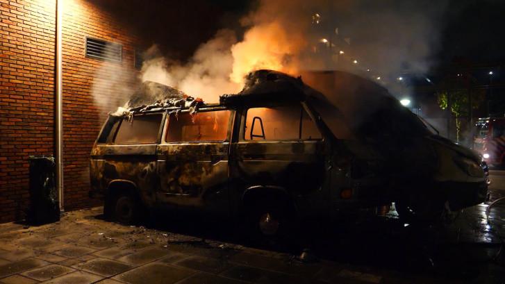 Buren schieten in badjas te hulp bij camperbrand in Zutphen