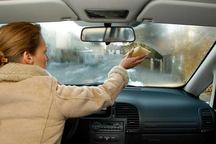Condens in de auto kan schimmelvorming in de auto veroorzaken.