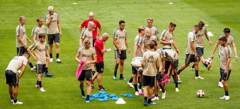 Spelers van Ajax tijdens de training Beeld anp