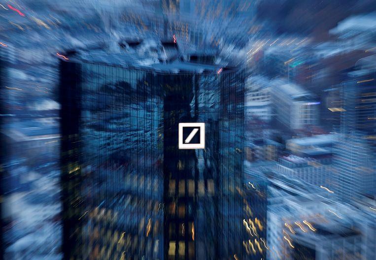 Het hoofdkantoor van Duitslands grootste bank, Deutsche Bank, in het financiële district van Frankfurt.  Beeld REUTERS