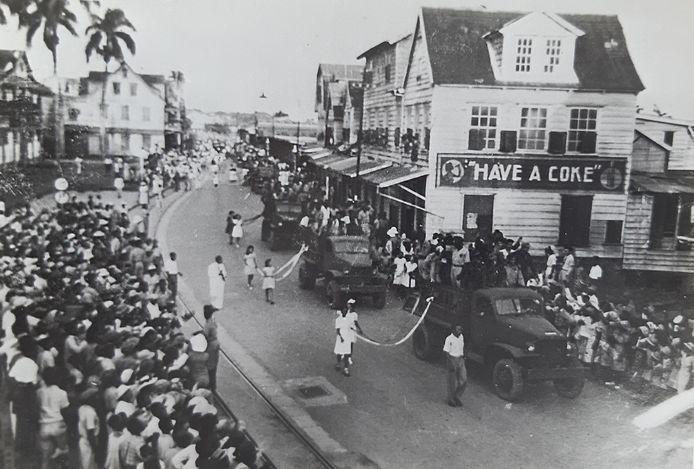 Defilé en feest in Paramaribo bij terugkomst Surinaamse militairen uit Nederlands-Indië, 17 februari 1947