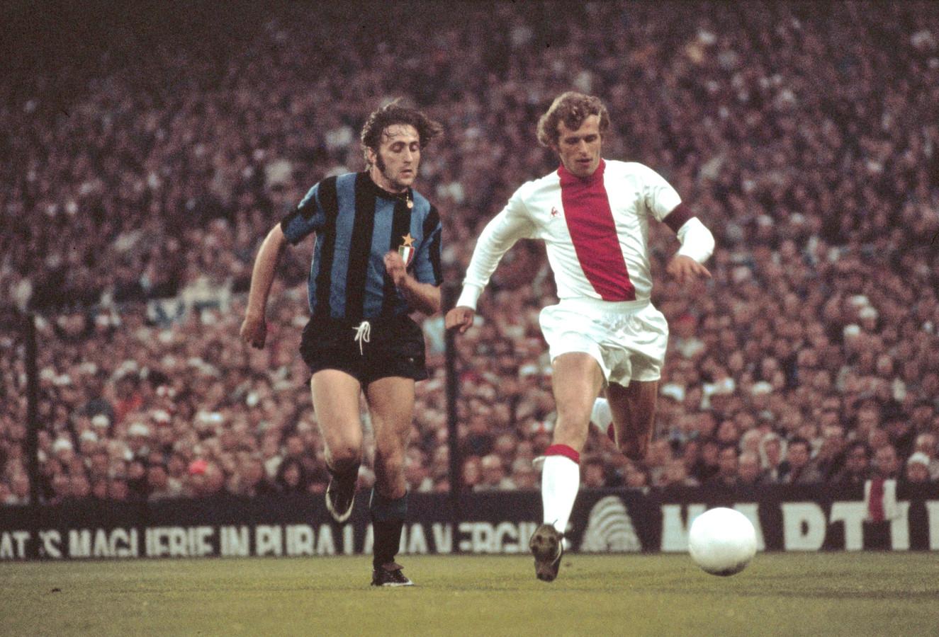 31 mei 1972: Piet Keizer wordt opgejaard door Mauro Bellugi van Internazionale in de Europa Cup-finale (2-0 zege).