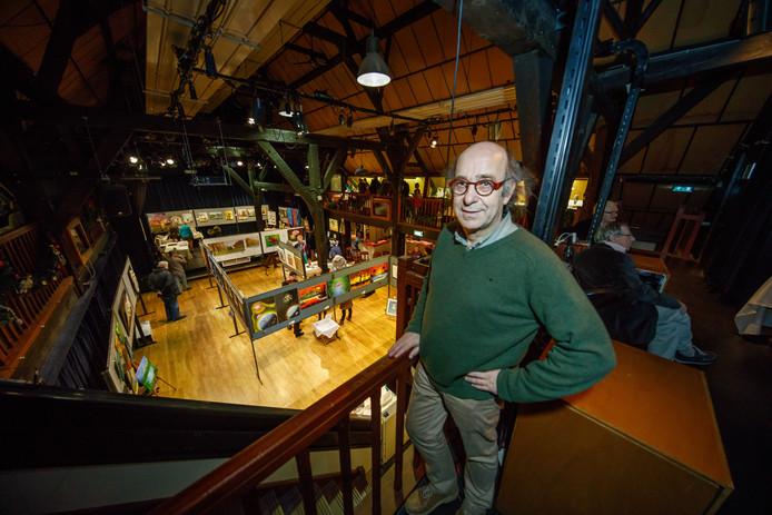 Henk Hendrikx, voorzitter van Stichting Stoffer en Blik, is blij met de steun van de gemeente voor Theater de Schuur in Zevenbergen. Archieffoto Marcel Otterspeer