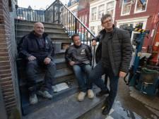 Steenhouwers vinden 101 jaar oude flessenpost in Kamper 'Trappetje'
