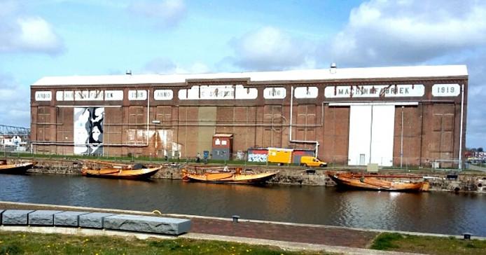 De Machinefabriek aan het Dok in Vlisingen. De hoogaarzen liggen net weer in het water na de winter in de rechter travee te hebben gelegen voor onderhoud.