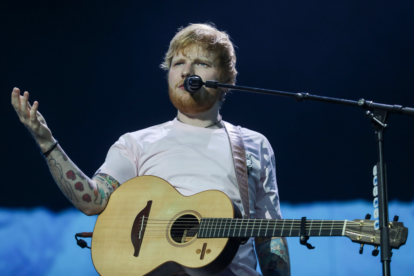 Ed Sheeran hoeft zich voorlopig niet te melden in de rechtbank in New York. De plagiaatzaak die tegen de zanger loopt om zijn hit Thinking Out Loud is vanwege de coronacrisis verplaatst naar komend voorjaar, melden Amerikaanse media.