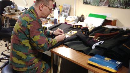 """Militair kleermaker Chris Lanckman (56) op zucht van pensioen: """"Ik maakte kostuums voor koning, maar naaide ook lijken dicht na aanslagen in Brussel"""""""
