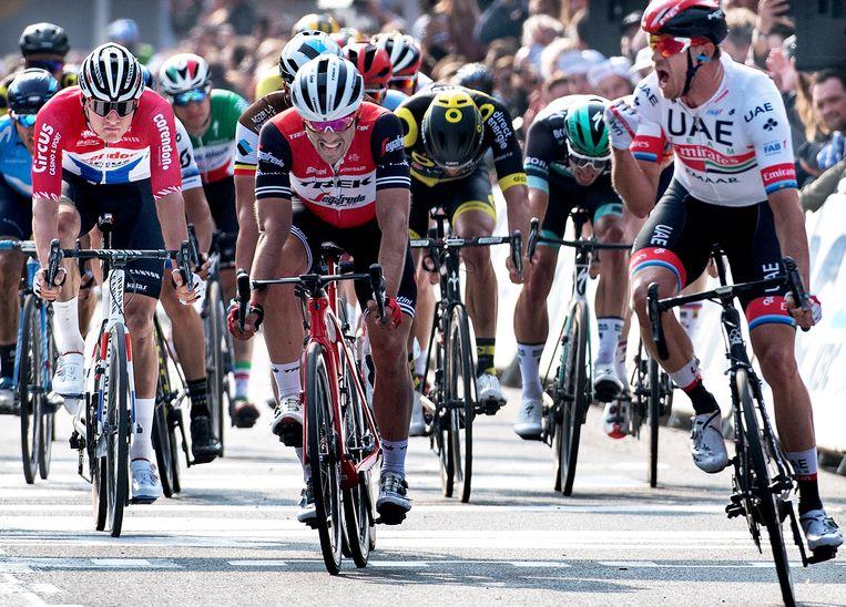 Mathieu van der Poel (links) komt als vierde over de finish. Beeld Klaas Jan van der Weij