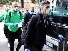 Opponenten De Vrij en co arriveren met mondmaskers en handschoenen in Milaan