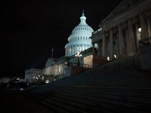 Un homme lourdement armé arrêté près du Capitole
