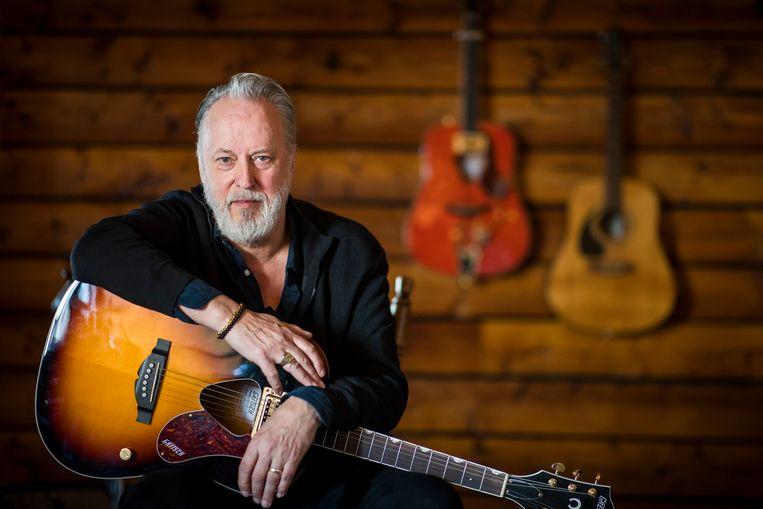 Dankzij een blauw veertje schreef Jack Poels van Rowwen Hèze na 35 jaar zijn eerste soloplaat