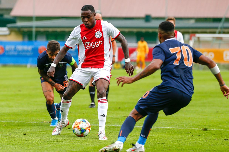 Quincy Promes in het shirt van Ajax.  Beeld pro shots