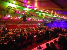 Online gala van Doldraejers uit Zenderen: polonaise door huiskamer