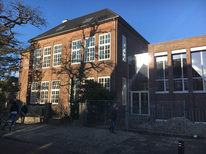 Oud en nieuw bij basisschool Reigerlaan worden gescheiden door de nieuwe ingang aan de Fazantlaan.