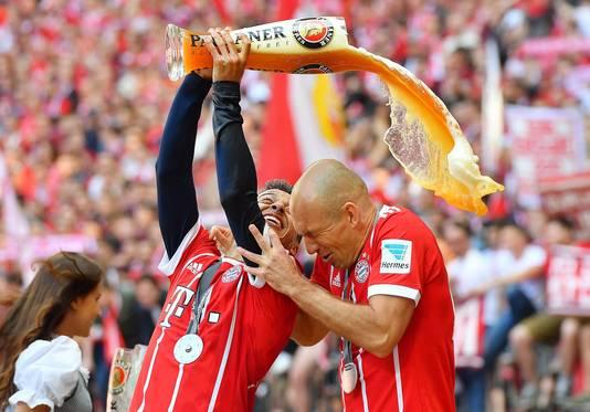 De bierdouche na wéér een landstitel voor Arjen Robben.