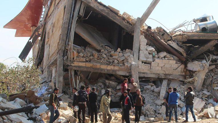 De verwoeste kliniek van AZG vlakbij Maaret al-Numan. Beeld AFP