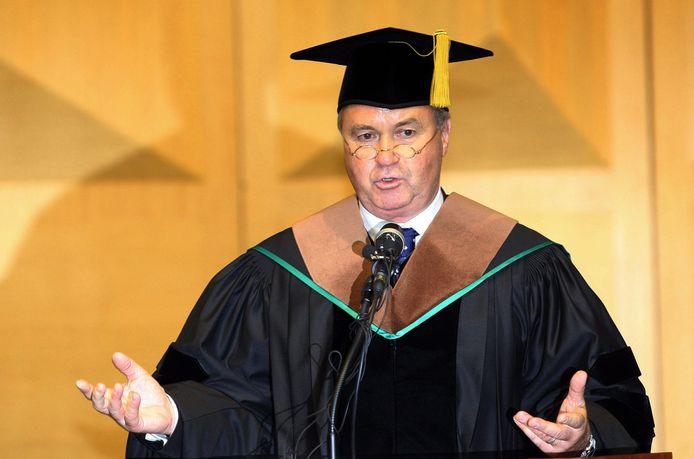 Guus Hiddink bij het uitreiken van het eredoctoraat van de Universiteit van Ulsan