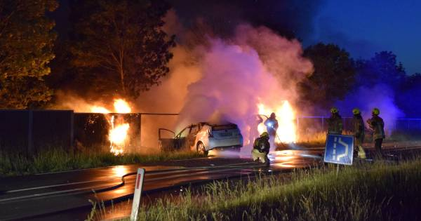 Dode bij zwaar ongeluk in Zierikzee, auto vliegt in brand na botsing.