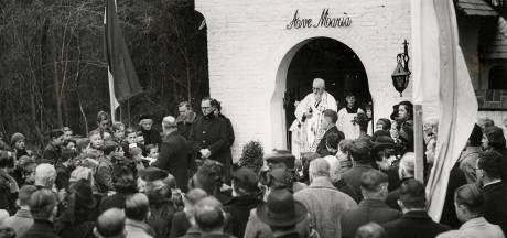 Kinderen van Carol Schade komen na jaren weer samen bij het Mariakapelletje in Moergestel