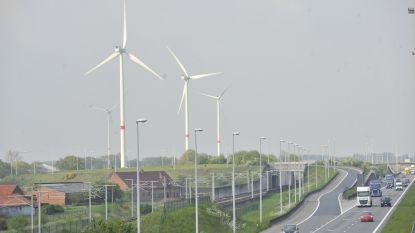"""Maar 36 nieuwe windmolens in Vlaanderen in 2018, Tommelein sust: """"Perfect op schema"""""""