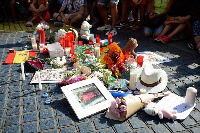 Een herdenkingsplek voor de slachtoffers in Barcelona. Beeld AFP