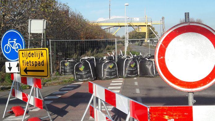 Langs de Sasse Westkade is sinds eind oktober 2019 al wel een tijdelijke doorgang voor fieters beschikbaar.