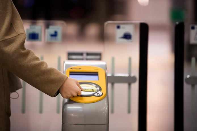 Maassluizers met een laag inkomen moeten in de toekomst vrij kunnen reizen met het openbaar vervoer.
